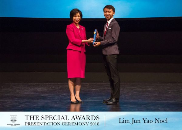 Noel Lim, Receiving The Lkyare From Sms Ms Sim Ann